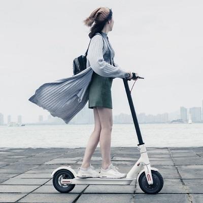 理想的上下班代步工具 (轻便、好用、远距离续航的小米米家电动滑板车)